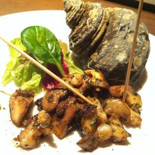活サザエ エスカルゴバター焼き(オビオビ (obiobi))