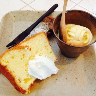 デザートプレート オレンジのシフォンケーキ、苺と抹茶タルト、ソフトクリーム(cafe Naif Blanc (カフェ ナフブラン))