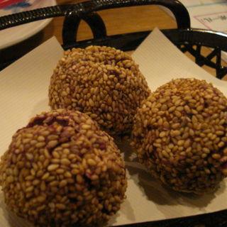 紅芋のゴマダンゴ(レストラン オキナワ (OKINAWA))