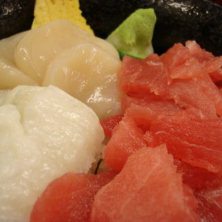 マグロ・ホタテ・えんがわ丼(海鮮丼 大江戸 築地市場内店 (かいせんどん おおえど))