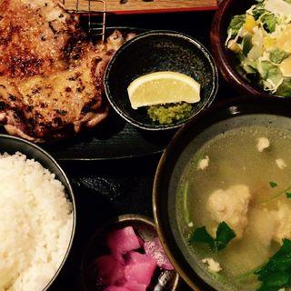 鶏もも炭火焼き定食(佐賀県三瀬村ふもと赤鶏 丸の内店 )