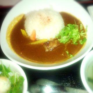 てぃーだカレーセット(小鉢・スープ・サラダ・デザート付)(琉球・梅酒ダイニング てぃーだ 水道橋店 )
