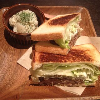 牛粗挽きハンバーグ サンド(みじんこ )