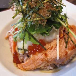炙りサーモンとイクラの親子丼(Dexee Diner たまプラーザ)