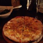 モツァレラとバジルのピザ(ピッツェリア アンゴロ )