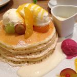 季節のパンケーキ(オレンジ&葡萄の爽やかチーズクリームパンケーキ)
