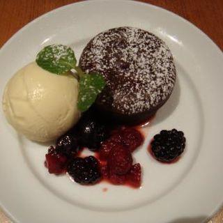 温かいガトーショコラとバニラアイス (和カフェ yusoshi)