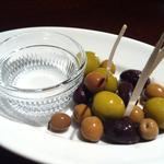 3種のスペイン産オリーブ盛り合わせ