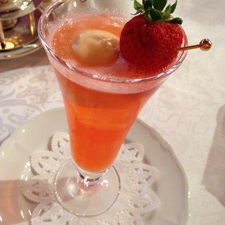 苺のアイスクリームソーダ(資生堂パーラー 銀座本店 (シセイドウパーラー))