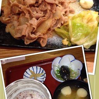 生姜焼きセット(ランチ)(ろくまる 五元豚 新宿三井ビル店 (ろくまる ごげんとん))