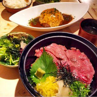 和牛炙り鉄火丼(肉割烹バル)