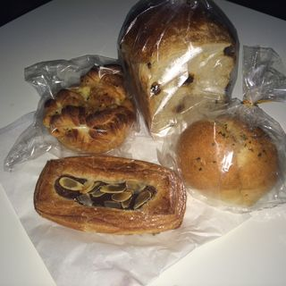チョコレートパン ガーリックパン デニッシュ(ブランジェリー・プチ・ブレ (Boulangerie petit ble))
