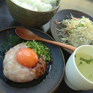 名古屋コーチンのユッケ定食(ばぁーどはうす○勝)