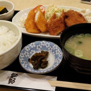 イカフライ ささみフライ 牛肉コロッケ定食(笑助)