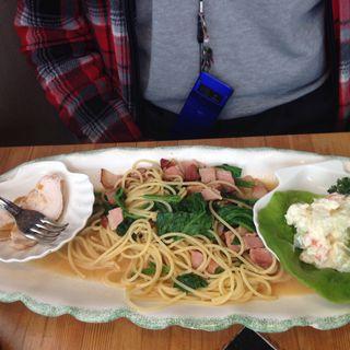 ほうれん草とベーコンのスパゲッティ(カフェ ゴルディニ 洋食)