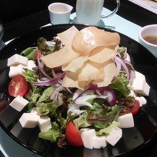 お豆腐のグリーンサラダ(文房具カフェ )