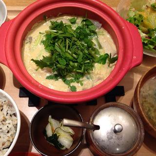 豚肉とクレソンの豆乳ごまラー油鍋(おぼんdeごはん 東京ドームシティ ラクーア店)