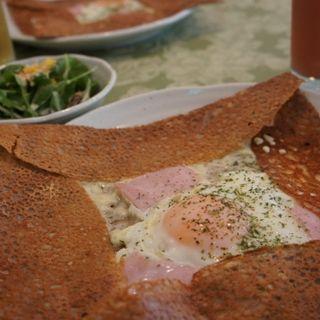 厚切りハムとチーズと半熟卵のガレット(クレープリー・ルポ (Crêperie Repos))