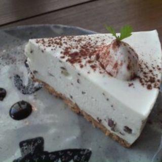 チョコレートミントのクリームレアチーズケーキ(カフェ ケシパール )