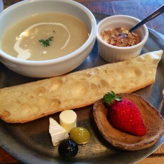 C たっぷりスープとパン(かもがわカフェ )