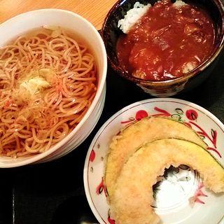 蕎麦とミニカレー丼セット(やどかり じなん坊 (やどかり じなんぼう))