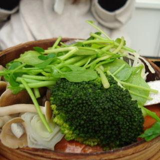 桜山豚のせいろ蒸し 根菜のゆず胡椒あんかけ(あえん 伊勢丹会館店)
