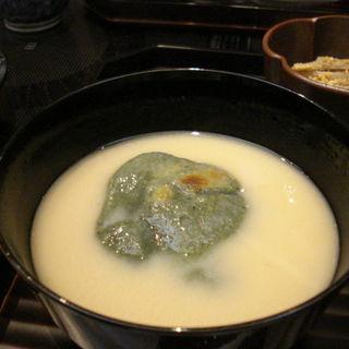 よもぎ生麩白味噌雑煮(はしたて)