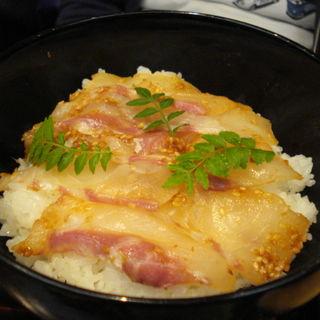 鯛の胡麻味噌丼(はしたて)