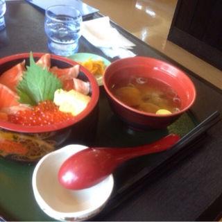 サーモンといくらの親子丼(海鮮茶屋 濱膳 (かいせんぢゃや はまぜん))
