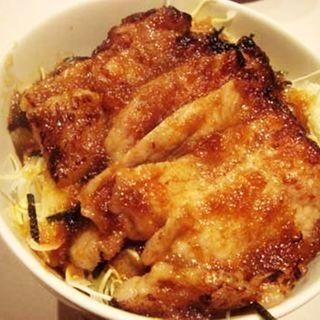 黒豚の生姜焼き丼(ハーフ)(厳選洋食さくらい)