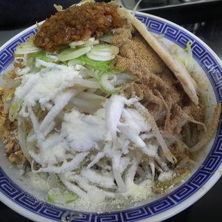 まぜそば(魚粉・うま辛ジャン・揚げねぎ・チーズ)+ニンニク (東葛マルカク (東葛MARUKAKU))