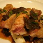 黒トリュフを飾ったイベリコ豚ソテー