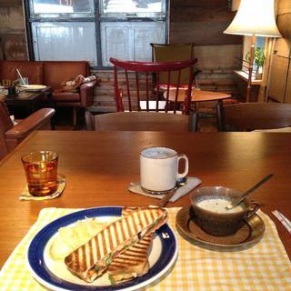 本日のランチセット(ホットサンド、スープ、ドリンク)(北の椅子と)