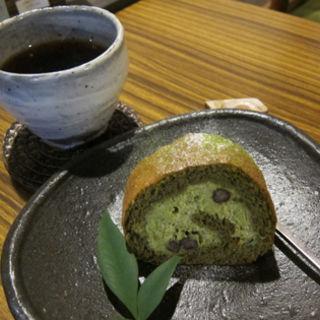 濃い抹茶のロールケーキ(ルポ・デ・ミディ)
