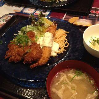 海老チキ定食(UOMO (ウオモ))