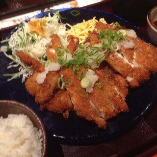 チキンカツ定食(UOMO (ウオモ))