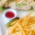 ローストチキンアボカドサンドイッチ