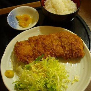 トンカツ定食(居酒屋 王道 西新橋店)