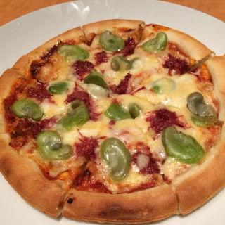 空豆とコンビーフのピザ(新宿やさい 心菜 (-cocona-))