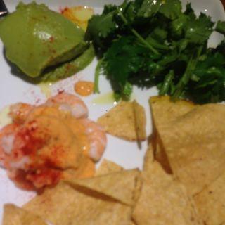海老のアボカド、パクチーディップ&チップス(ラム&パクチー Salad days)