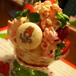 花咲く森のポップコーンストロベリーパフェ(キャラクターフードコート (【旧店名】グルメバザール))