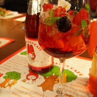 森の果実たっぷりピンクサングリア(マイメロディドリームカフェ (【旧店名】シナモンドリームカフェ))
