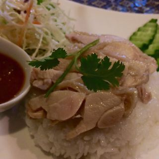 カオマンガイ(蒸し鶏のせ香りご飯)(プロォーイ タイ )
