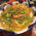 酸っぱくて辛い海老入りスープ