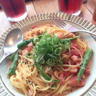 サーモンとアスパラのみそトマトクリーム(ココノハ ミント神戸店)