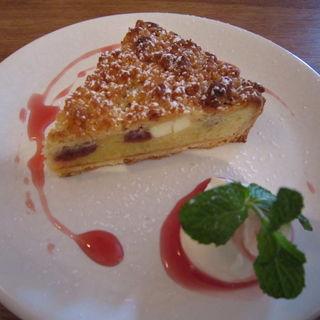 サワーチェリーとクリームチーズのクランブルタルト(katte (カッテ))