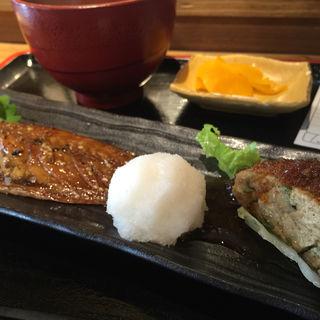 サバしょうゆ干しと筑波鶏つくね定食 (ご飯、味噌汁、漬物付) (めしや太治兵衛)