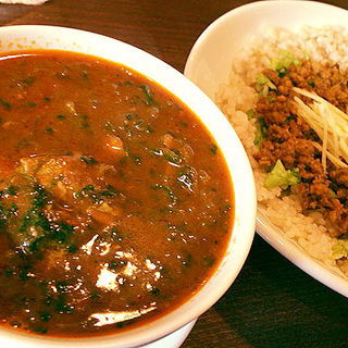 チキンとほうれん草のカレー+キーマカレー(ライオンシェア)