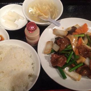 牛肉のオイスターソース炒め(三百宴や 赤坂店 )