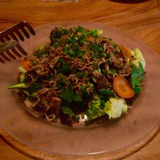 暖かいキノコとじゃこのグリーンサラダ(オステリア エ バール リカド (Osteria e Bar RecaD))